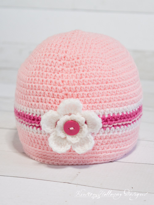 Easy crochet beanie pattern for baby girls. Simple enough for a beginner. Click here for the free pattern.