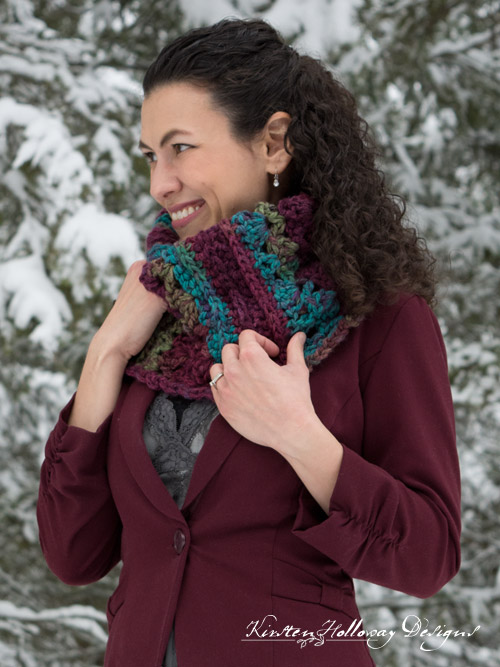 Mulberry Lace cowl easy, free crochet pattern.