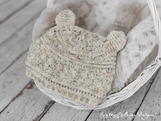 Crochet a cute baby bear hat with this free pattern for newborns, baby, and toddlers!