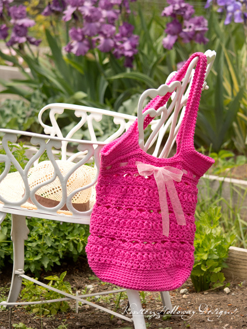 Secret Garden Tote / Market Bag: a beautiful crochet pattern to make for mom this Mother's Day.