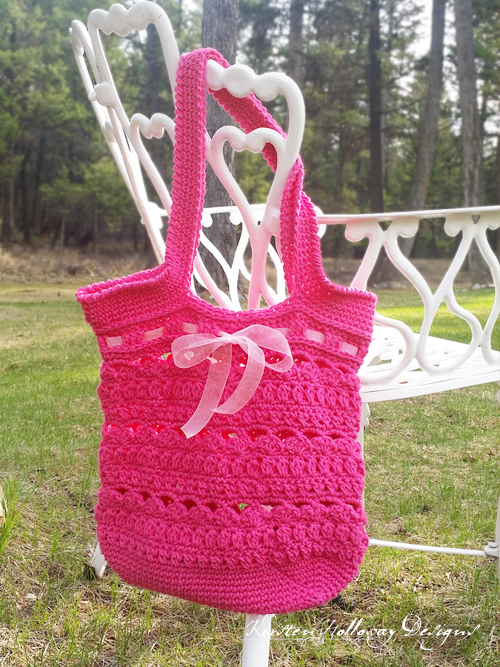 Secret Garden Tote / Market Bag, a beautiful crochet pattern to make for mom this Mother's Day.