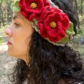 Free crochet pattern for poppy flower headband, using the basket stitch.
