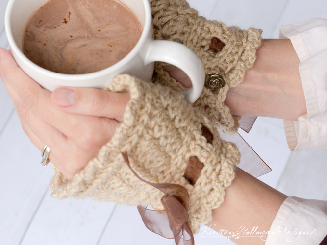 Crochet an elegant pair of wrist or hand warmers with this free DIY pattern. A beautiful accessory for everyday or costumes/cosplay!