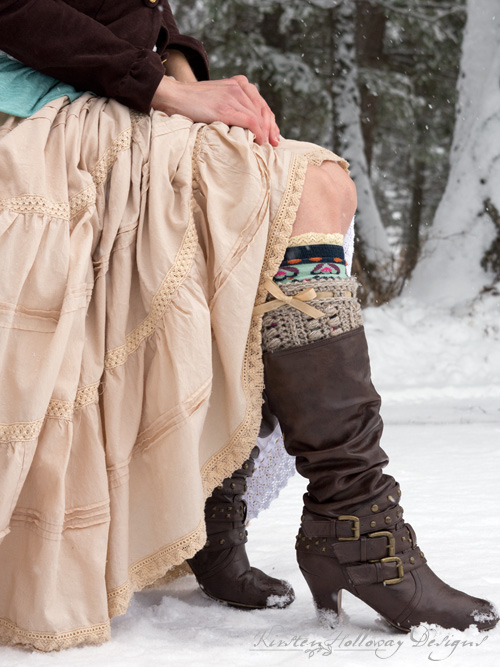 Crochet these rustic, textured boot cuffs to fit you or a family member/friend with this easy, free pattern!