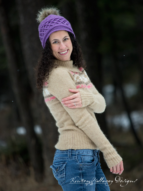 This stylish ski beanie will keep you warm on the slopes this winter! You can make beanies for men or women with this free crochet pattern.