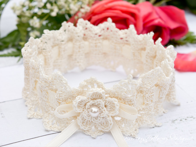 Easy, free wedding garter crochet pattern for the bride.