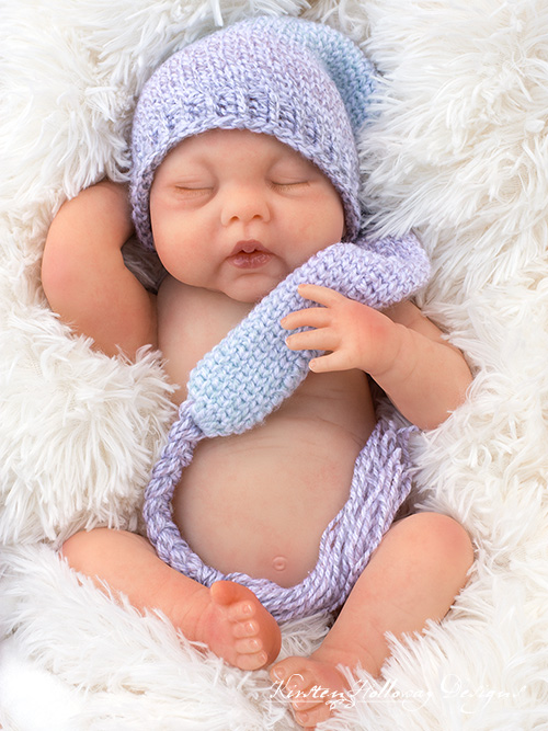The Sugar Plum Dreams elf hat is a easy crochet pattern that looks knit.
