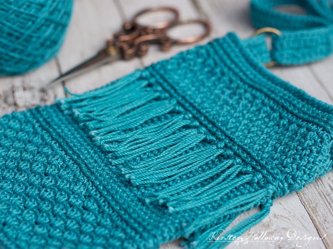 Crochet cell phone purse with fringe, free pattern.