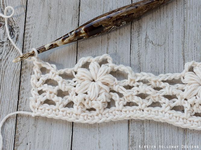 Crochet flower tutorial step 20 - Finishing row 5.