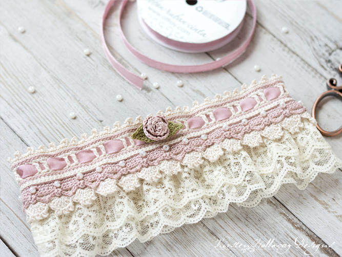 Crochet a beautiful bridal garter with this DIY tutorial.