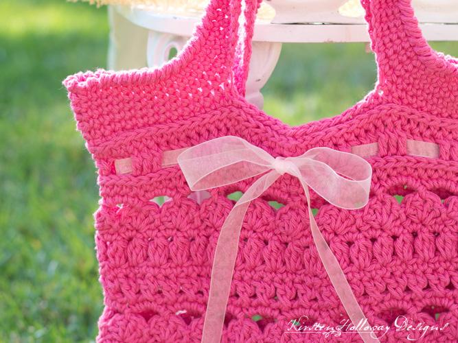 Close-up of the Secret Garden market bag crochet pattern.