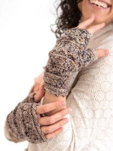 Layer Cake fingerless gloves - A free crochet pattern for women.
