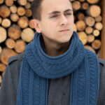Crochet a simple seed stitch scarf with this freepattern. It will work for men or women.