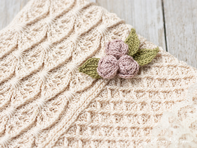 Close-up picture showing the roses on this vintage style crochet wedding bag for the bride.