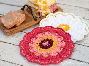 Crochet a Zinnia flower spa cloth with this free pattern.
