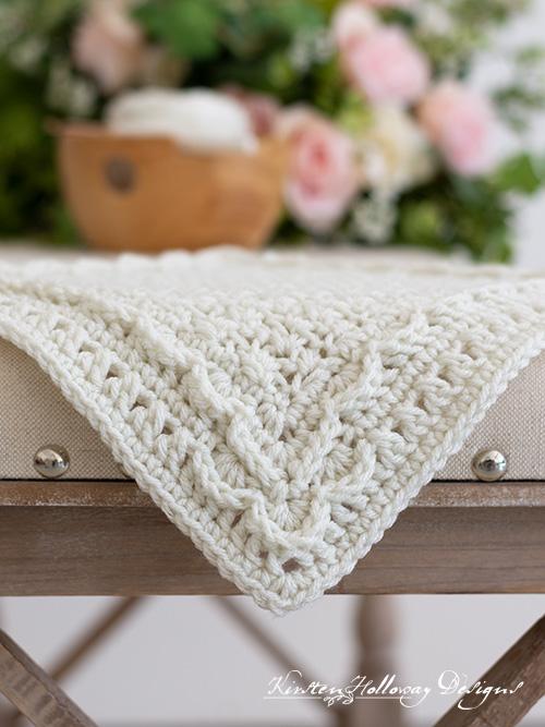 The New Beginnings crochet afghan block patternhas a plain center and textured edges.